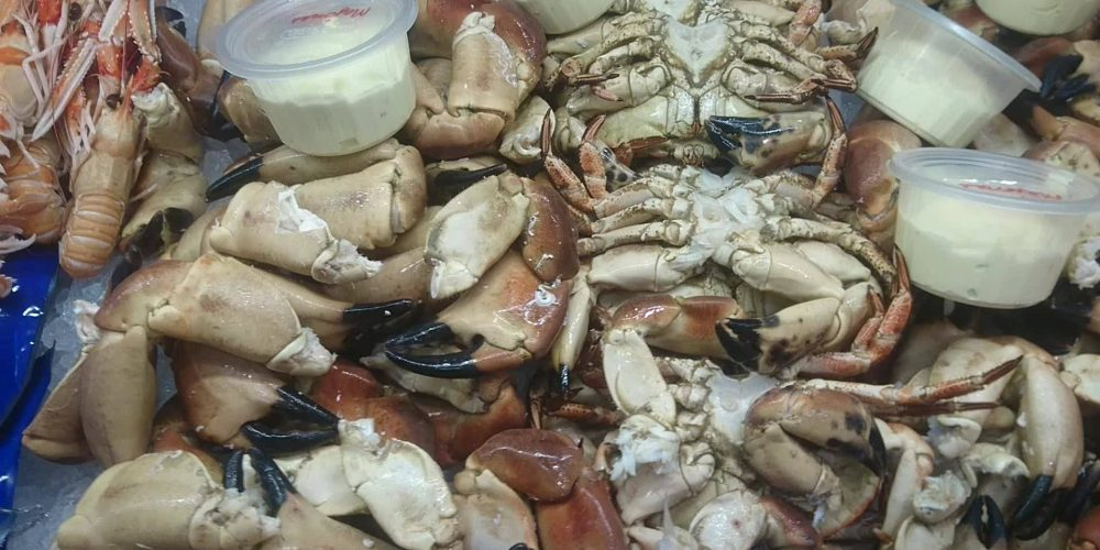 Fersk krabbe, krabbeklør, lutefisk, rakfisk og …